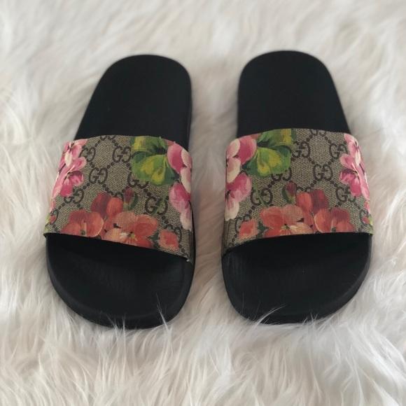 778e9530a085 Gucci Shoes - Gucci Blooms Slides Size 37